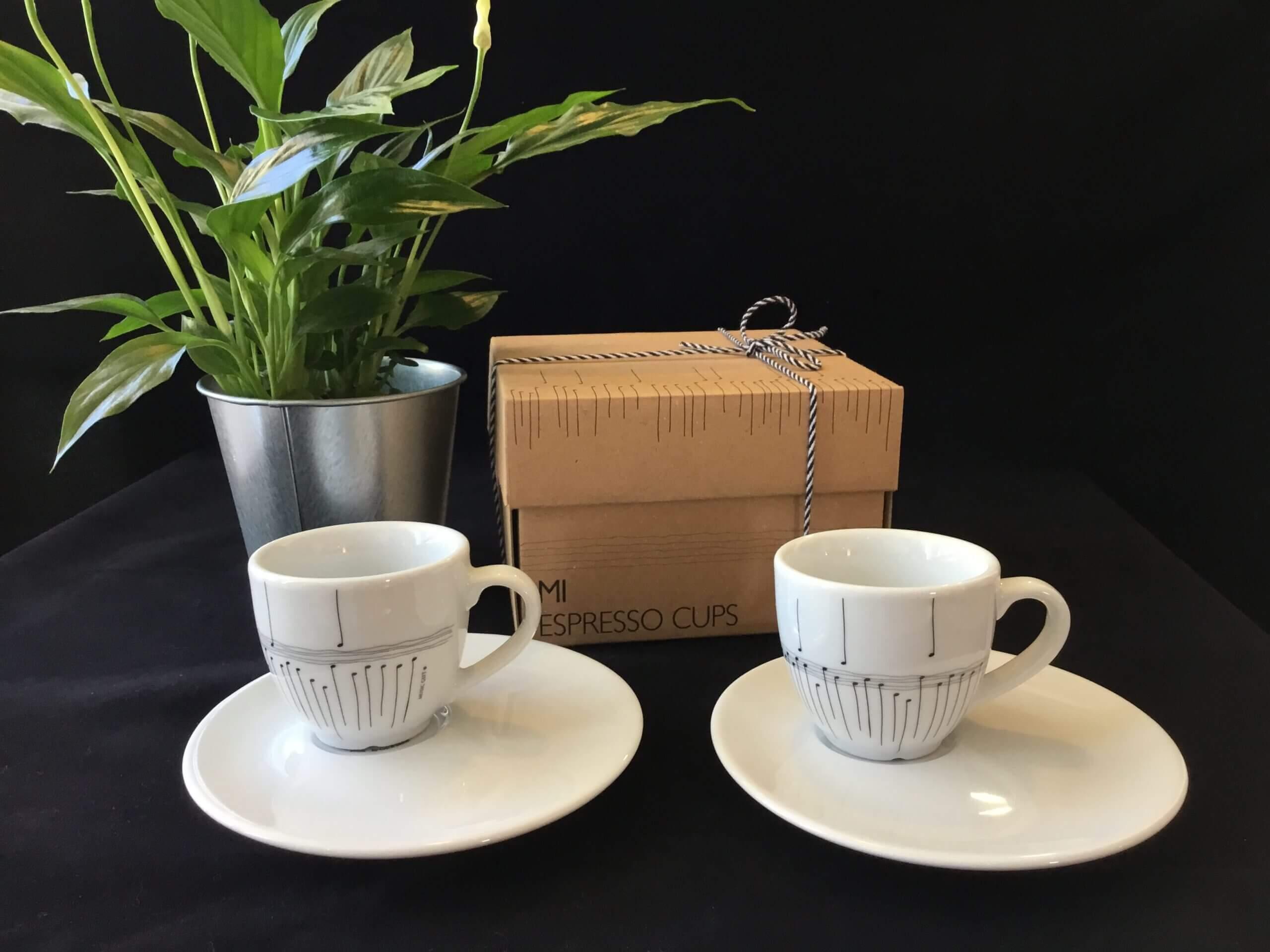 Set de dos tazas de café con platos