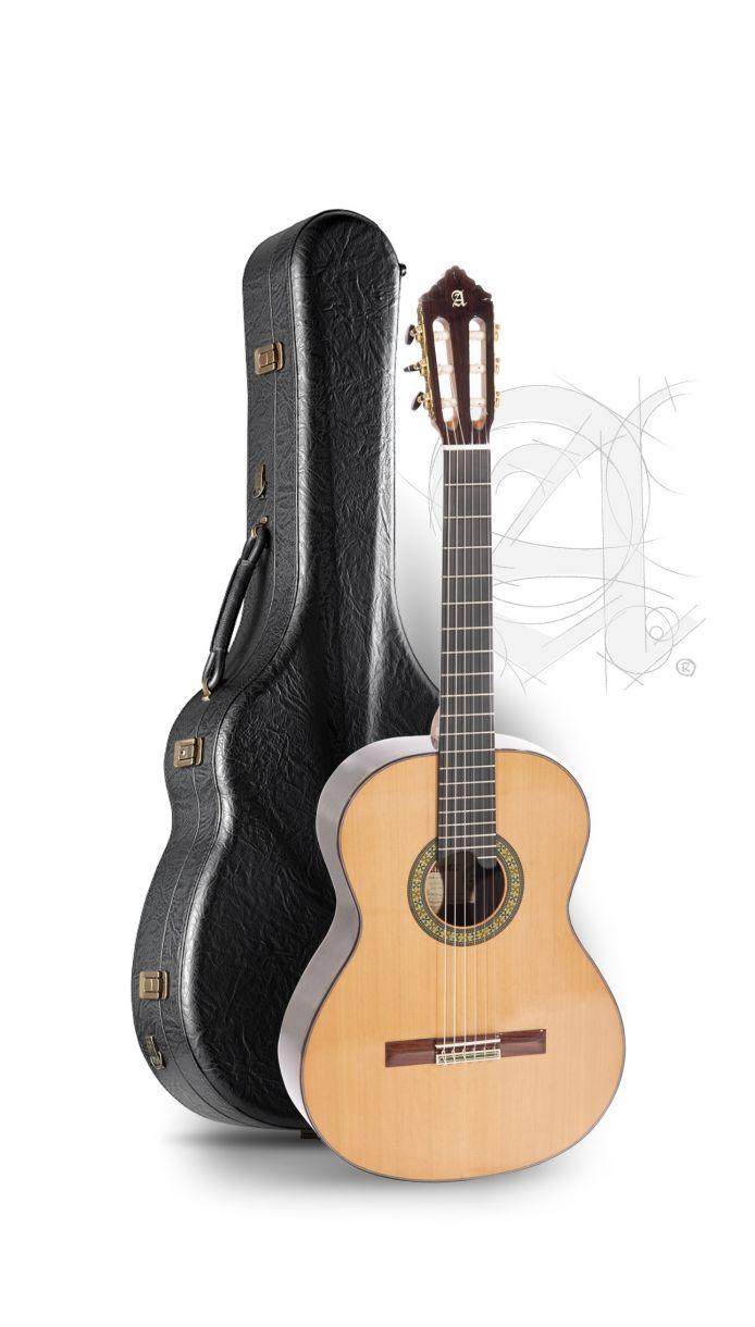 Guitarra Clásica Alhambra 11P con estuche